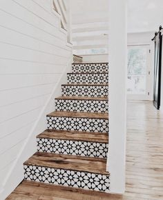 Lovely use of tiles on stair risers. They look stunning against the wood of the steps. Lovely use of tiles on stair risers. They look stunning against the wood of the steps. Style At Home, Future House, Tile Stairs, Tiled Staircase, Wooden Stairs, Concrete Stairs, Staircase Ideas, White Staircase, Entryway Stairs