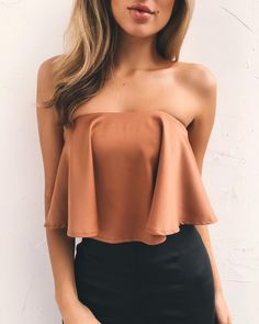 Sexy Tube Top Outfit Summer Casual Look. Tube top look, tube top pattern and tube outfits. Trending tube top outfit ideas for Women. Casual Summer Outfits, Trendy Outfits, Cool Outfits, Fashion Outfits, Tube Top Outfits, Look Star, Look Fashion, Fashion Design, Aesthetic Clothes