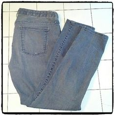 GAP 1969 ALWAYS SKINNY JEANS Size 32 regular length inseam 27. Fabric is 92% cotton 7%poly and 1%spandex. Excellent like new condition GAP Jeans Skinny