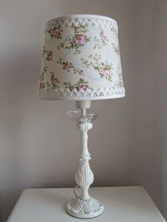 Casas Shabby Chic, Shabby Chic Decor, Make A Lampshade, Roommate Decor, Colourful Living Room, Remodeling Mobile Homes, Antique Lamps, Lamp Shades, Balloon Decorations