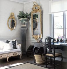 Decorating With Swedish/Gustavian Sofas - Susan Bottomley - Decorating With Swedish/Gustavian Sofas Eye For Design: Decorating With Swedish/Gustavian Sofas - Swedish Decor, Swedish Style, Swedish House, Nordic Style, French Style, Scandinavian Style, Interior Exterior, Home Interior, Swedish Interiors