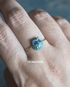 This owl bird ring is dainty and very sweet! Owls are a symbol of wisdom and would be a great gift for a teenager, student or any bird enthusiast. This petite animal ring comes in teal or blackish purple. The teal has pink rhinestones and the blackish purple has light green rhinestone