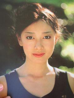1985年、長い闘病生活の末、夏目雅子さんは亡くなります
