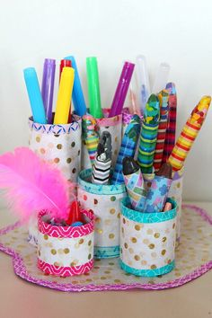 Easy DIY Pencil Holder - Need a little help to keep all your pens, markers and pencils organized? This Easy DIY Pencil Holder is a great project to make with recycled toilet paper tubes.