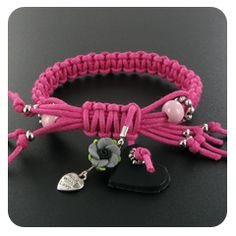 to ] Great to own a Ray-Ban sunglasses as summer gift.Goede uitleg over het knopen van armbandjes. Ring Bracelet, Bracelet Making, Jewelry Making, Tribal Jewelry, Beaded Jewelry, Beaded Bracelets, Ibiza Fashion, Paracord Bracelets, Micro Macrame