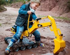 "CAT Construction 360-Degree Ride-On Excavator Is ""Groundbreaking"" Fun  #construction #kids #outdoors #toy Does your kid look in awe at the giant yellow construction machines moving earth from one side of the site to another? Do they love to play constructi..."