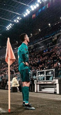 Looking for New 2019 Juventus Wallpapers of Cristiano Ronaldo? So, Here is Cristiano Ronaldo Juventus Wallpapers and Images Cristiano Ronaldo 7, Christano Ronaldo, Ronaldo Junior, Cr7 Junior, Cristiano Ronaldo Wallpapers, Ronaldo Football, Football Soccer, Juventus Wallpapers, Football Players