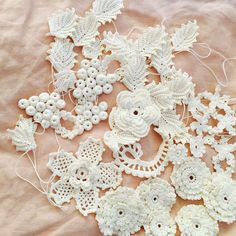 Irish lace. Motifs Freeform Crochet, Crochet Motif, Crochet Designs, Crochet Yarn, Crochet Flowers, Lace Patterns, Crochet Patterns, Irish Crochet Tutorial, Russian Crochet
