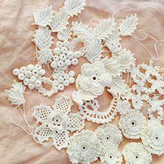 Irish lace. Motifs Freeform Crochet, Crochet Motif, Crochet Designs, Crochet Yarn, Russian Crochet, Irish Crochet, Crochet Leaves, Crochet Flowers, Lace Patterns