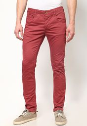 Channel a funky college look wearing these red coloured casual trousers from Breakbounce with a trendy shirt. Tailored to provide you slim fit, these trousers will surely become your second skin.