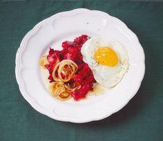 √   Rote-Bete-Stampf mit Ei