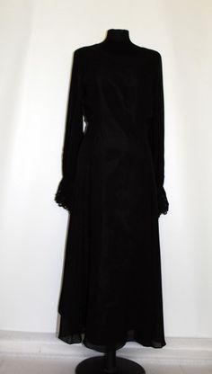 "Rochie retro de ocazie din matase naturala neagra ""Laura Ashley"" anii '90 http://www.vintagewardrobe.ro/cumpara/rochie-retro-de-ocazie-din-matase-naturala-neagra-laura-ashley-anii-90-7496123 #vintage #vintageautentic #vintagewardrobe #vintagedresses #black #silk #lauraashley"