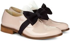 Nude oxford flats with bow Oxford Shoes Heels, Casual Oxford Shoes, Oxford Brogues, Strappy Shoes, Patent Shoes, Oxfords, Wrap Shoes, Bow Shoes, Bow Flats