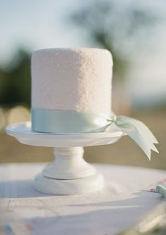 Wedding cake #mint #white #wedding inspiration ♥ How to organise your dream wedding, within your budget  https://itunes.apple.com/us/app/the-gold-wedding-planner/id498112599?ls=1=8 Wedding App for brides, grooms, parents & planners … #mint #lime #pastel #pale #emerald #green #country #garden #shabbychic #wedding #ideas #ceremony #reception #tables #flowers #bouquets #cake #rings … For more Shabby Chic wedding ideas http://pinterest.com/groomsandbrides/boards/ ♥