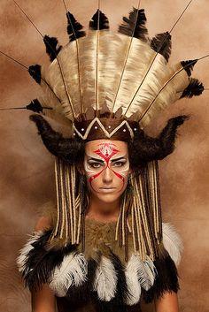 Risultati immagini per native indian make up - Lidschatten-Frauenclub Native American Makeup, Native American Face Paint, Tribal Face Paints, Tribal Makeup, Festival Makeup Glitter, Tribal Warrior, Maquillaje Halloween, Feather Headdress, Native Indian
