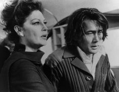 """Ava Gardner y Martin Sheen en """"Cassandra Crossing"""", 1977"""