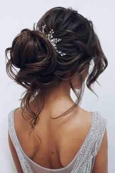 We have collected wedding ideas based on the wedding fashion week. Look through our gallery of wedding hairstyles 2019 to be in trend! Prom Hairstyles For Short Hair, Indian Bridal Hairstyles, Up Hairstyles, Homecoming Hairstyles, Diy Wedding Hair, Wedding Hair And Makeup, Wedding Bride, Wedding Dresses, Wedding Rings
