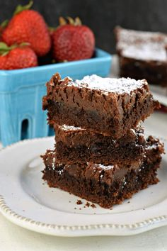 If you need a brownie in your life right now, this GOOEY Chocolate Brownie Bars recipe will satisfy your chocolate cravings! Made easy with a cake mix! Cake Mix Bars, Cake Mix Brownies, Gooey Brownies, Dump Cake Recipes, Homemade Cake Recipes, Brownie Recipes, Dessert Recipes, Baking Recipes, Cake Mix Desserts