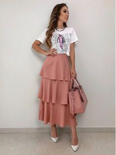 Saia-Longa-Nayara Indian Gowns Dresses, Modest Dresses, Modest Outfits, Skirt Outfits, Dress Skirt, Dress Up, Cute Fashion, Fashion Outfits, Long Skirt Fashion