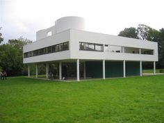 Villa Savoye, France - information + photos of this famus Le Corbusier building - Villa Savoye France, images of Modern French building: architecture Le Corbusier, Best Architects, Modern Architects, Architecture Design, Amazing Architecture, Villa Savoye, Walter Gropius, International Style, Classic House