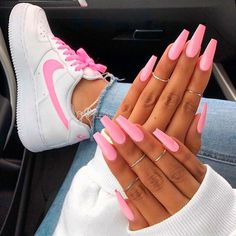The pink nail art design can highlight the soft and sweet temperament of women.Pink nail art designs can be used in almost all occasions, not unassuming, but without losing grace. Matte Pink Nails, Pink Nail Art, Summer Acrylic Nails, Yellow Nails, Gel Nails, Nail Polish, Summer Nails, Pink Manicure, Glitter Nails
