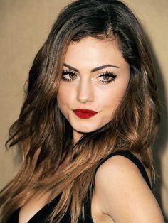Phoebe tonkins makeup look is great