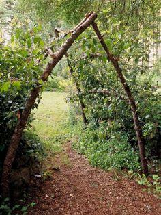 Rustic garden arbor 50 Awesome DIY Garden Arbor Designs To Build Yourself To Complete Your Landscape Garden Archway, Garden Arbor, Garden Trellis, Garden Gates, Garden Entrance, Arch Trellis, Easy Garden, Garden Kids, Bean Trellis