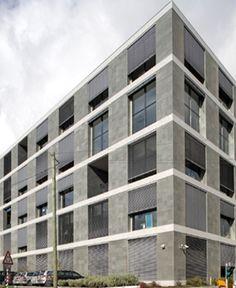 RAMAZZOTTI   CARNAXIDE  O Edifício situa-se junto à saída da A5 (Lisboa-Cascais) na Av. Forte nº 6 e beneficia de uma excelente rede de transportes públicos e de acessibilidades.  Áreas disponíveis de: 127 a 1.819 m2  Mais infos @ http://www.worx.pt/pt/imoveis/edificio-ramazzotti