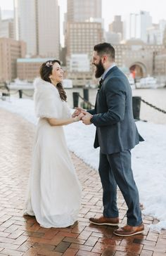 Who says you can't get married outside in the middle of winter in New England? This couple loved having a January winter wedding! Don't you love the bride's stole? It does perfectly with her sparkly, flowy dress. They wore comfy boots to walk and changed into heels for the best photo-ops. If you're looking for a Boston City Hall elopement photographer, you gotta check out Lena Mirisola! She knows all the best spots for city photos like the beautiful Seaport Harborwalk! Boston City Hall, Living In Boston, Candid Wedding Photos, City Hall Wedding, Stars At Night, Winter Weddings, Best Wedding Photographers, Wedding Moments, City Girl