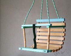 Swing à la main en bois, Balancoire enfant, jouets pour enfants fait main par GreenWoodLT sur Etsy https://www.etsy.com/fr/listing/212373822/swing-a-la-main-en-bois-balancoire