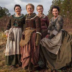 BTS Pics of the Cast on the set of Outlander   Outlander Online