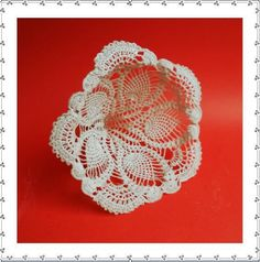 Crochet Bouquet holder to insert Crochet Flowers into! Crochet Sunflower, Pineapple Crochet, Button Bouquet, Button Flowers, Crochet Wedding Favours, Crochet Bouquet, Bouquet Holder, Diy Crochet, Ravelry Crochet