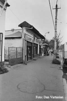 In apropiere de Chirigiu - Trecut şi prezent pe Calea Rahovei | Bucurestii Vechi si Noi Bucharest Romania, Survival Life, Slums, My Town, Socialism, Old City, Old Pictures, Places To Visit, Street View