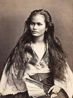 Mujer de la clase rica (Woman of the Upper Class), Philippines, circa 1875, photographer: Francisco van Camp