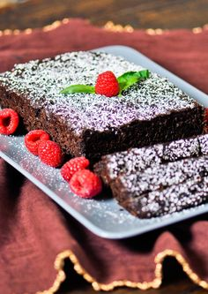 Chocolate Zucchini Bread - so moist and luscious, you won't believe it's only 116 calories per slice. This will be good with all of my zucchini from my garden! Healthy Chocolate Zucchini Bread, Zucchini Bread Recipes, Just Desserts, Healthy Desserts, Dessert Recipes, Brunch Recipes, Healthy Recipes, Chocolate Slice, Chocolate Recipes