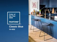 The Pantone Color Institue recently announced the 2020 Color of the Year, PANTONE Classic Blue. Here are three ways to incorporate this blue hue into your home. Azul Pantone, Pantone 2020, Pantone Color, Pantone Blue, Wet Bar Cabinets, Rock My Style, Style Uk, Door Knockers Unique, Estilo Interior