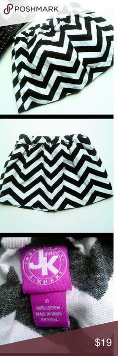🆒CHEVRON J. KHAKI SKIRT Too cute black and white chevron pattern J. khaki skirt.  Just the special touch for her.  Size 4 EUC ask B4 guy you buy. J khaki Bottoms Skirts