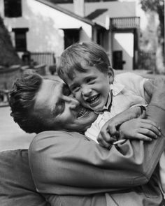 Kirk Douglas hugs his son Michael in Photographer, Lisa Larsen, Time & Life Pictures-Getty Images Kirk Douglas, Douglas Michael, Hollywood Stars, Classic Hollywood, Old Hollywood, Happy Together, Steve Mcqueen, Celebrity Dads, Celebrity Photos