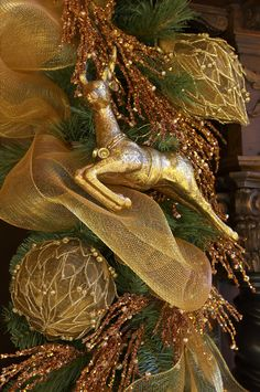 Lovely golden theme for a tree.  Love the leaping reindeer!