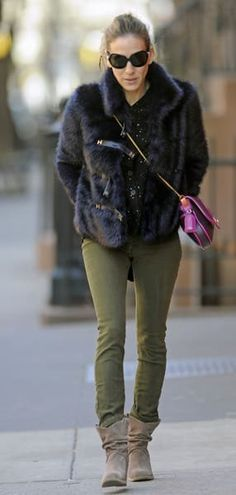 sarah jessica parker celebrity style: Sarah Jessica Parker in a fur coat Carrie Bradshaw, Family Picture Outfits, Sarah Jessica Parker, Style And Grace, Her Style, Fashion News, Style Fashion, Celebrity Style, Winter Fashion