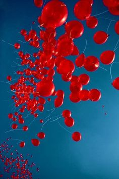 red balloons so many