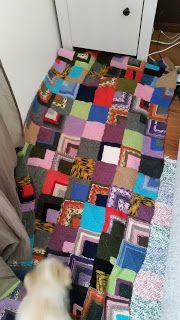 Sadepäivän käsitöitä ja käsityömalleja Picnic Blanket, Outdoor Blanket, Quilts, Bed, Stream Bed, Quilt Sets, Quilt, Beds, Log Cabin Quilts