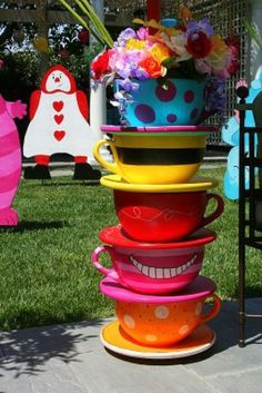 Alice in Wonderland Birthday Party I love the tea cups. I MUST HAVE the tea cups. MUST.