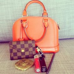 JANUARYS CLOSET ♥: Whats in my Bag: The BB Edition