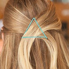 This would be so cute with our RED bobby pins- Bobby Pin Hacks - Ways to Use Bobby Pins That Will Change Your Life