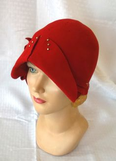 20's 30's Vintage Red Felt Flapper Cloche Hat.
