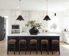 Tudor Kitchen, Ranch Kitchen, Kitchen New York, Modern Interior, Interior Design, Kitchen Units, Kitchen Ideas, Transitional Kitchen, Home Kitchens