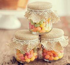Potes de doce com tampinha decorada