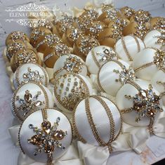 Handmade Christmas Decorations, Handmade Ornaments, Xmas Decorations, Gold Ornaments, Christmas Ornaments, Beautiful Gift Boxes, Xmas Tree, Ornament Wreath, Ribbons