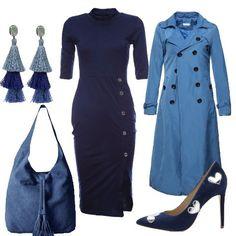 Outfit composto da tubino blu con collo alto , maniche tre quarti e bottoni laterali, trench doppiopetto in una particolare tonalità di azzurro, décolleté blu con cuori argentati, borsa blu con nappine e orecchini con strati di nappine.